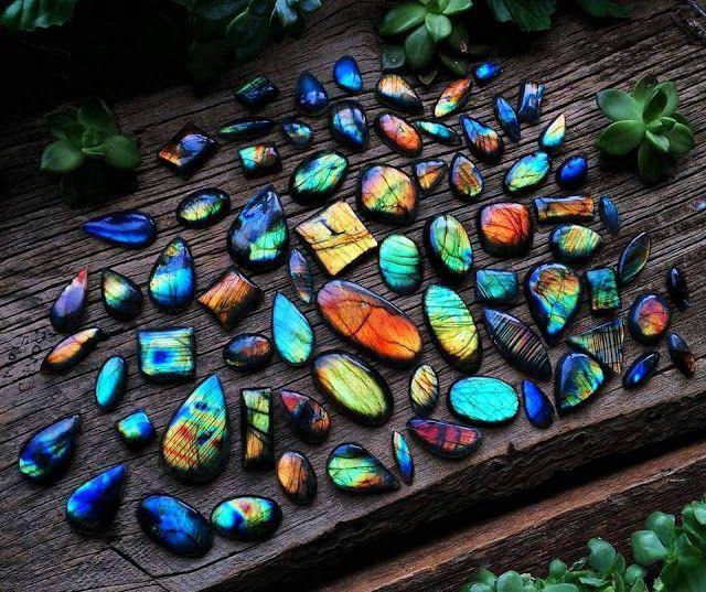 Labradorite stones
