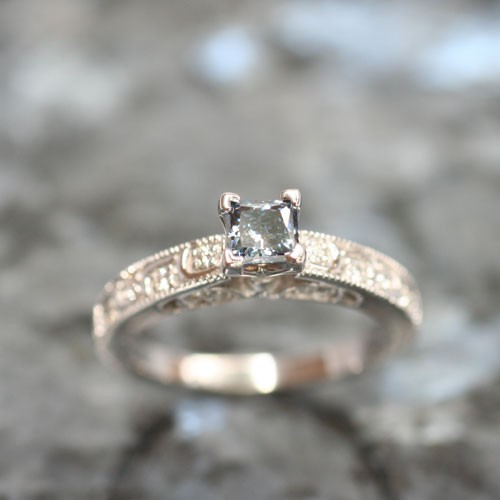 Cathedral shape - Solitaire engagement rings