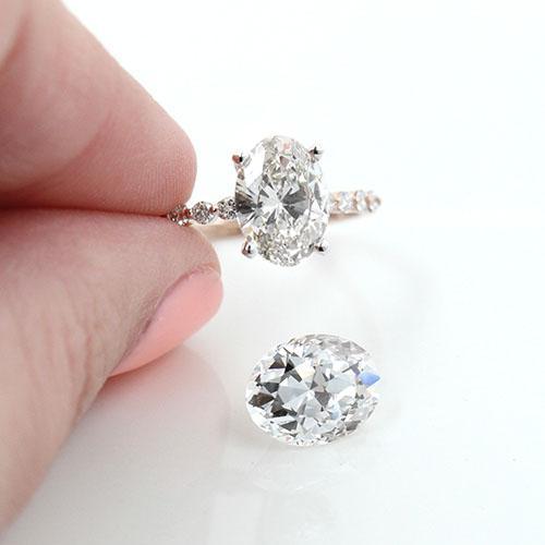 Lab-grown diamonds, source: Mia Donna
