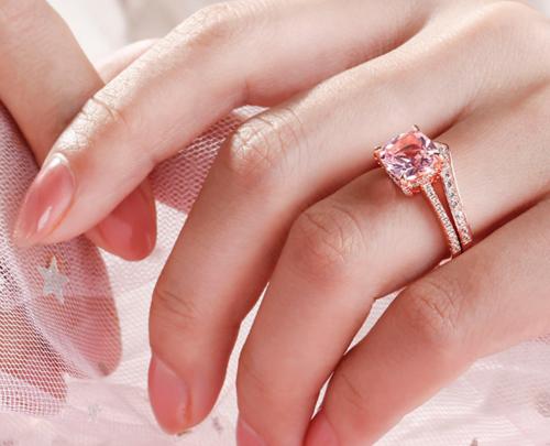 Jeulia Cushion Cut Synthetic Morganite Ring Set