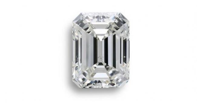 Emerald-shaped diamond
