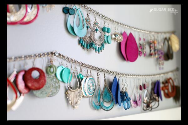 chain jewelry display
