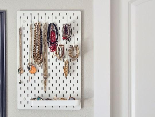 pegboard jewelry storager idea