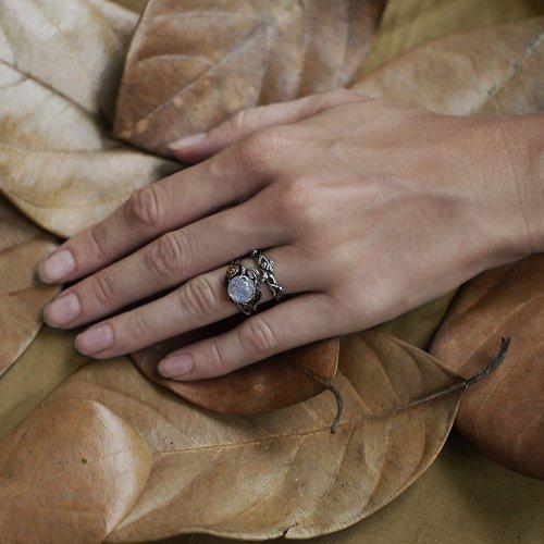 BlackTree Ring Hand