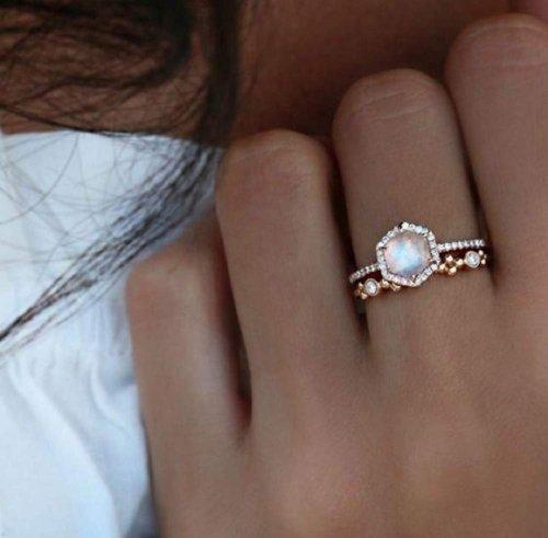 Finemall Faux Moonstone Finger Ring Hand