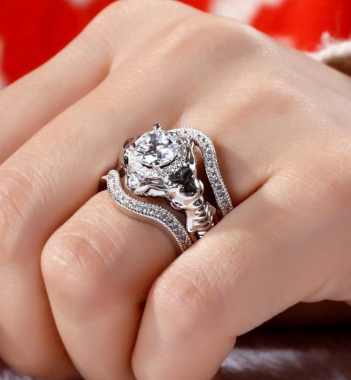 Jeulia elephant ring on model