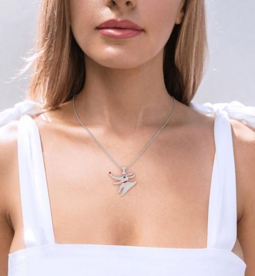 Jeulia Zero/The Nightmare Before Christmas Necklace on Model