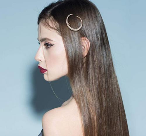 CINRA Hair Barrettes Hair Clips on Model