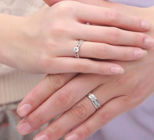 Jeulia Sterling Silver Couple Rings on Hands