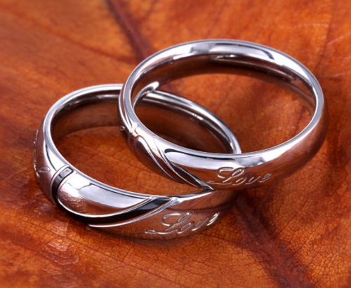 Jeulia Heart Titanium Steel Couple Rings Detail
