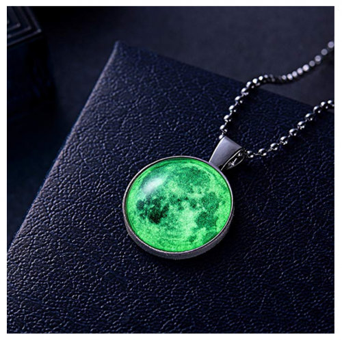 iDMSON Glow in The Dark Necklace on Display