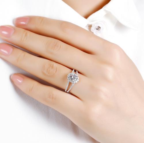 Jeulia Moissanite Split Shank Halo Oval Engagement Ring on Hand