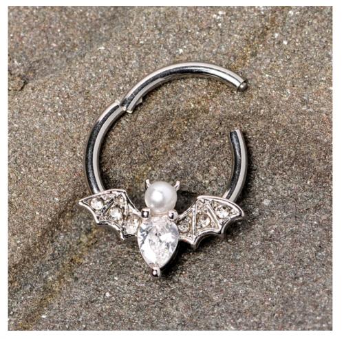 Fenton charmBody Candy Vampire Bat Halloween Hinged Segment Ring
