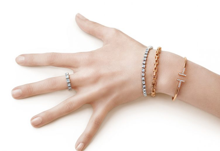 learn how to choose the right skin tone jewelry