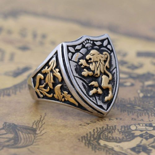 Zovivi Silver Gothic Lion Shield Ring Side Collection