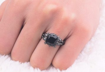 Fantastic Black Diamond Rings That Still Bring Out a Whole Lotta Light!