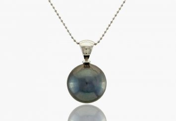 10 Black Pearl Necklaces that Look Stunning (& Come at a Great Price)