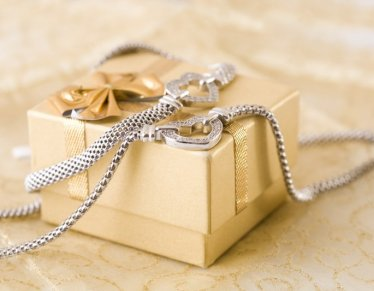 Jewelry Christmas Gifts: 10 Items We would Like to Find under our Christmas Tree!