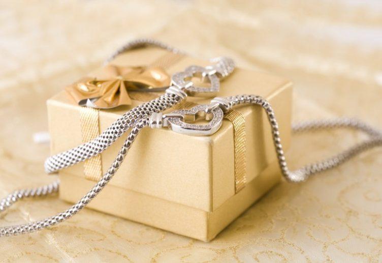 Jewelry We Want Under Our Christmas Tree Jewelryjealousy