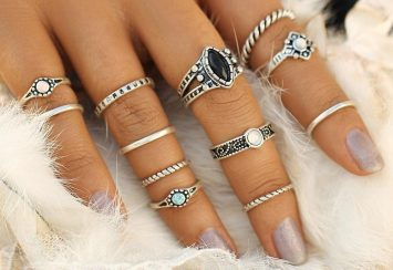 A Ring For Every Day and Digit: Our Favorite Knuckle Rings, MidiRings & Ring Sets
