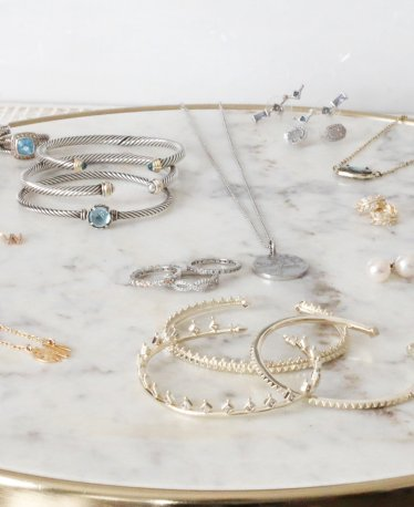 Minimalist Jewelry: Our Favorite Delicate Pieces!
