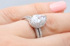 10 Best Pear Shaped Engagement Rings