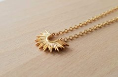 8 Sun Necklaces Perfect for This Summer!